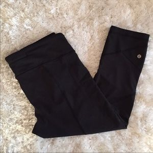 Like new lululemon size 12 crop pant!